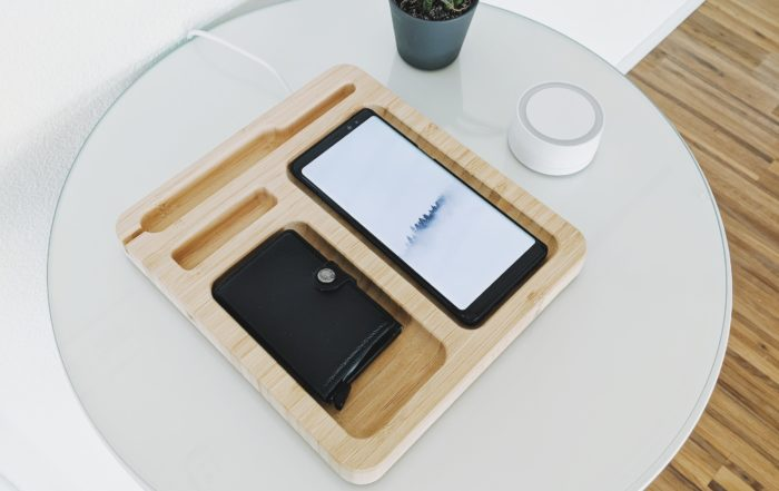 Korthållare bredvid en mobil